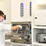 Stérilisation d'équipement au Centre Dentaire de la Cité Verte